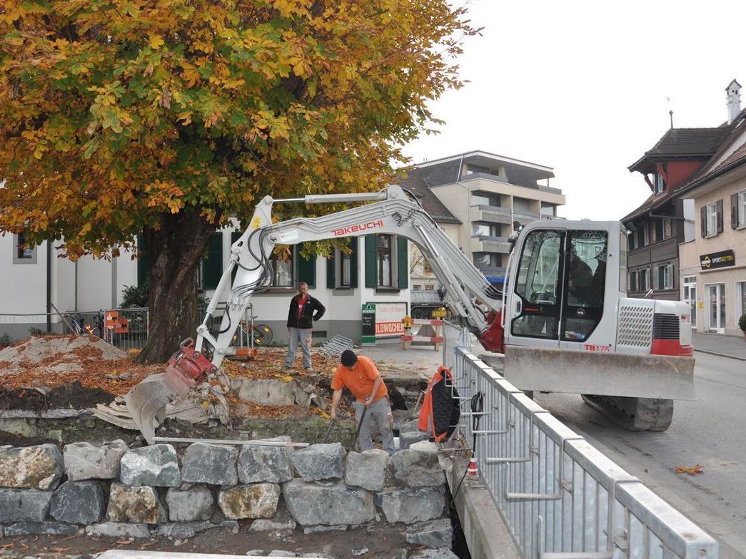 Auf Höhe des Gasthof Engel wird derzeit die Terrasse und Ufersituation neu gestaltet.