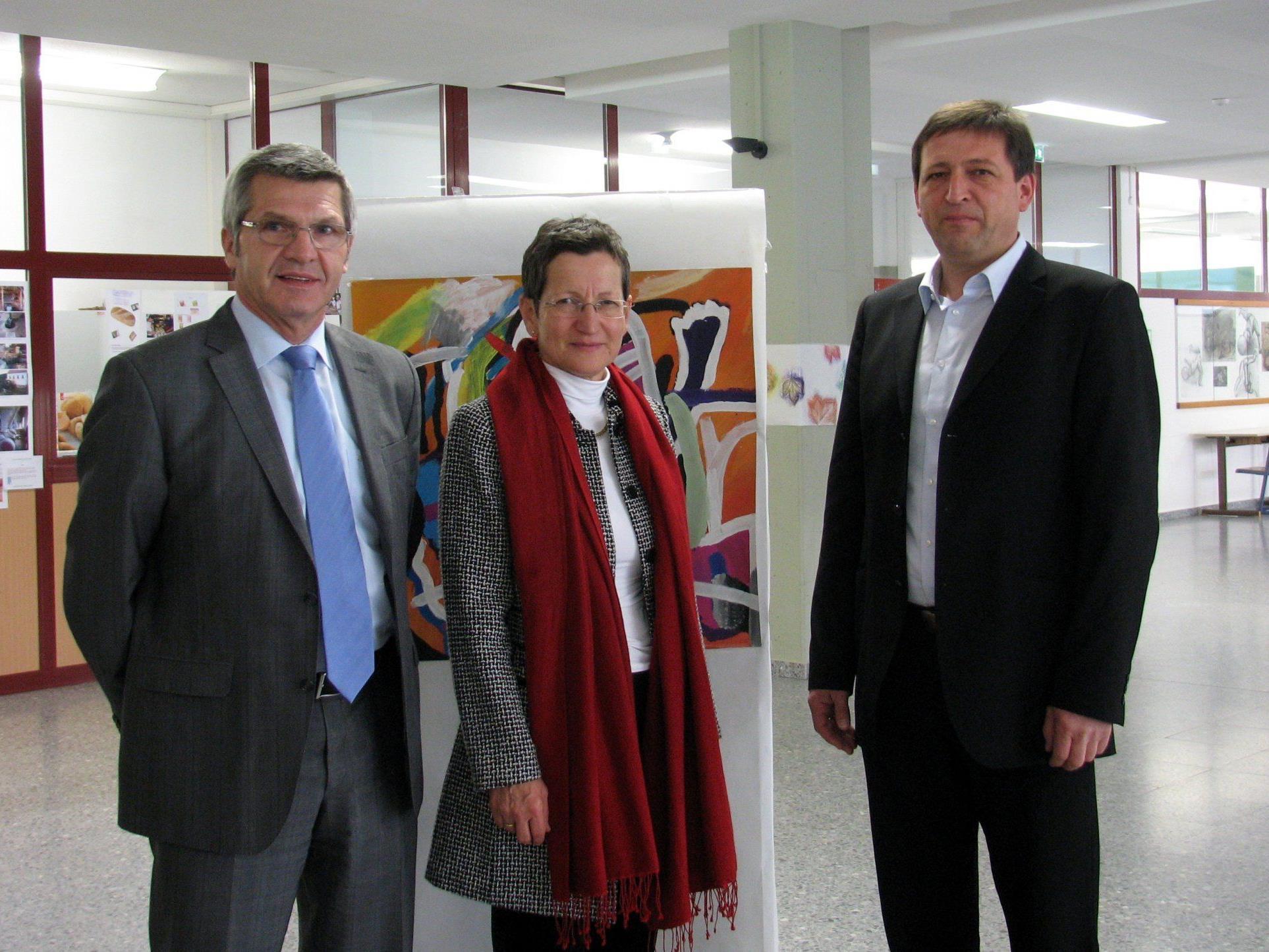 LR Stemer und LR Schmid mit Direktor Neururer von der Mittelschule Lustenau-Rheindorf