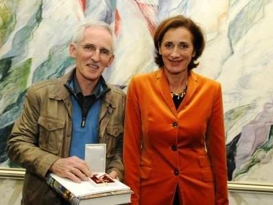 LTP Bernadette Mennel mit dem geehrten Elmar Stüttler