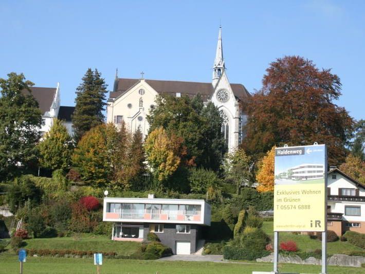 """Vor rund zwei Jahrzehnten war """"Unter der Riedenburg"""" eine große Wohnanlage der Vogewosi mit 76 Einheiten geplant."""