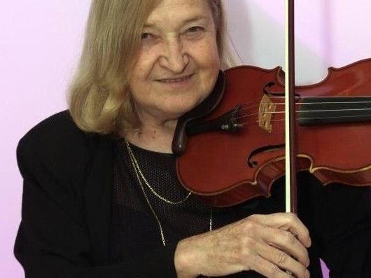 Ildiko Horvath lebt seit 1979 in Vorarlberg, hat zahlreiche Kinder und Jugendliche unterrichtet und wirkt in Orchestern führend mit.