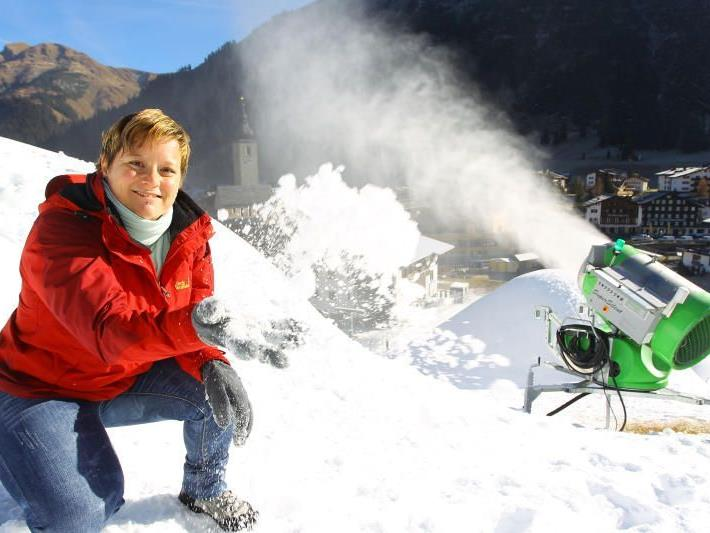 Die Nullgradgrenze lag gestern auf 2500 Metern Höhe. Barbara Oberhammer ließ in Lech am Arlberg die Schneekanonen laufen.
