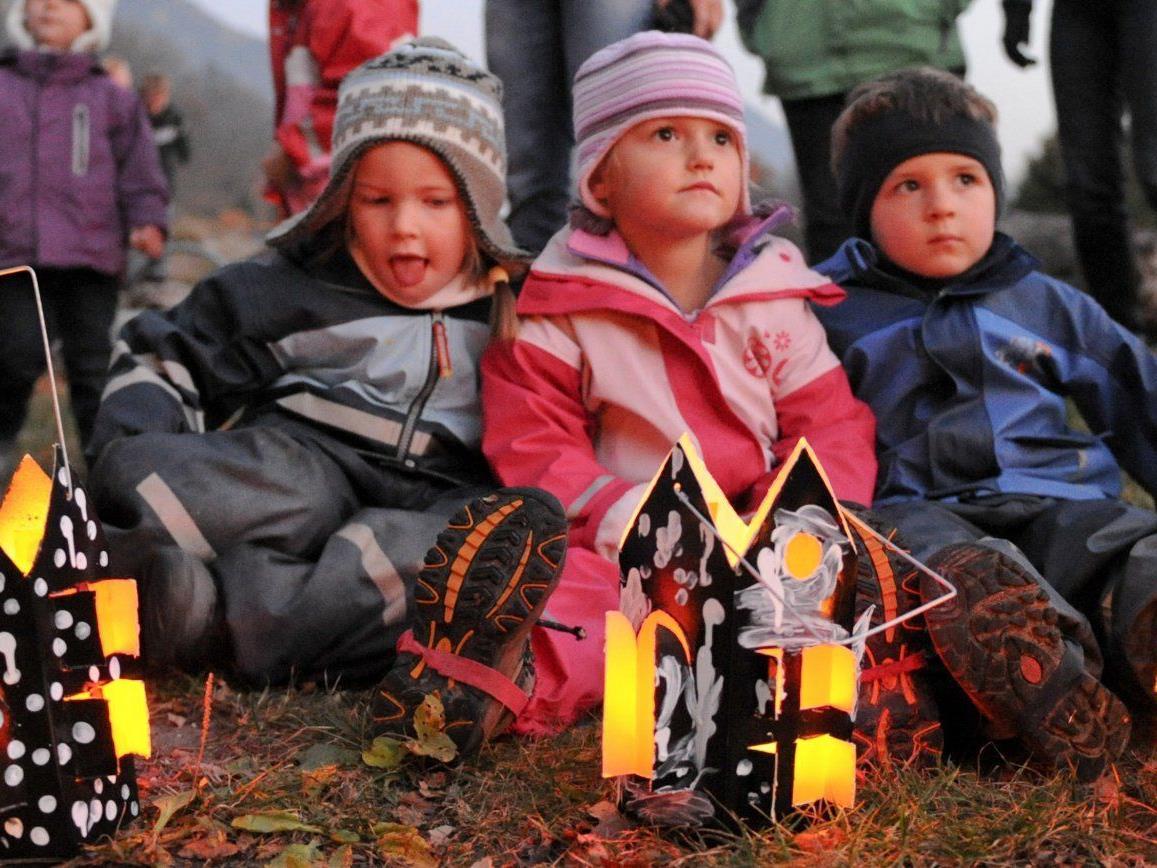 Die Nüziger Waldwichtel feierten das Fest des heiligen Martins.