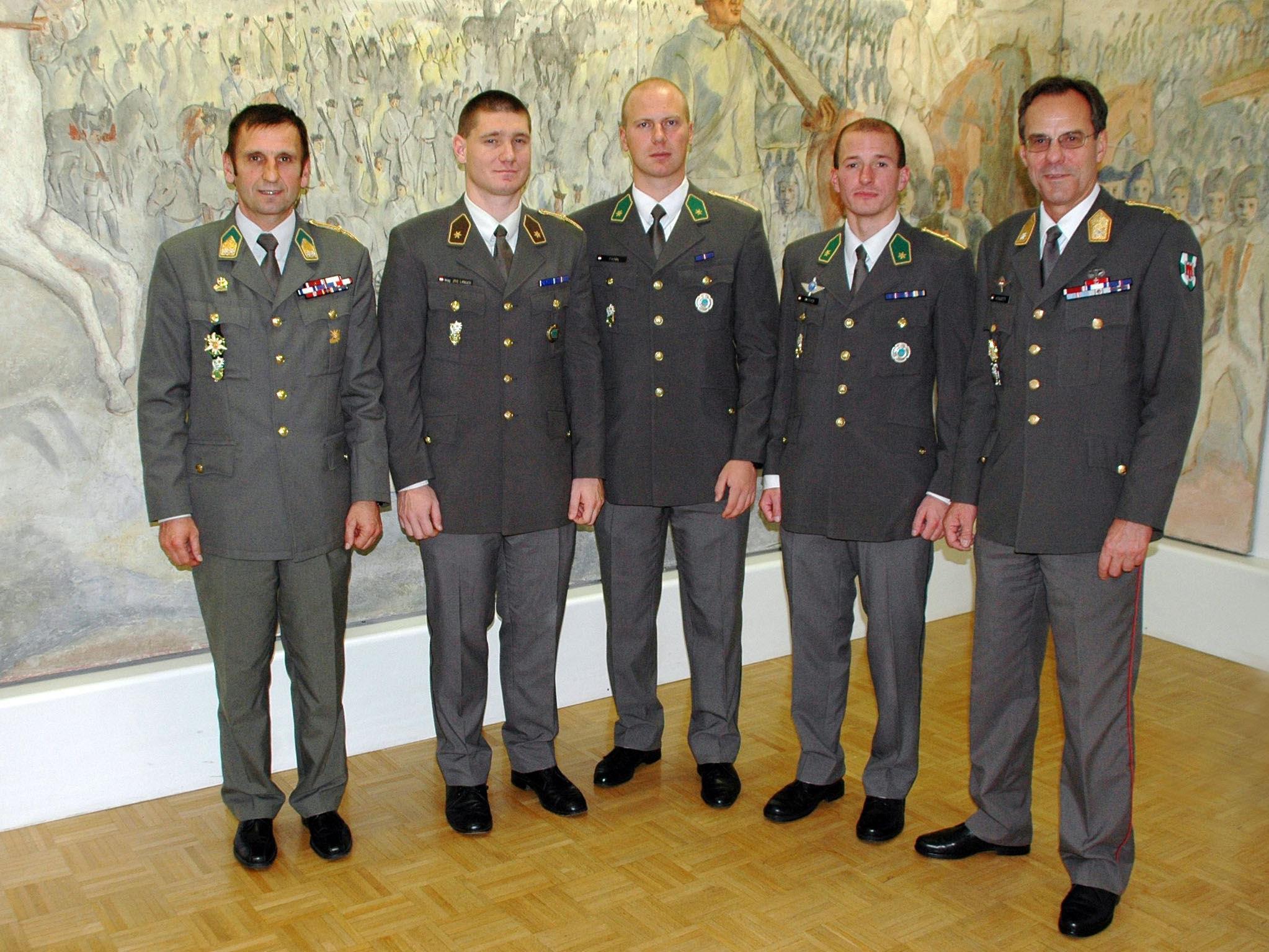 Offizierskorps des Vorarlberger Jägerbataillon 23 freut sich über Zuwachs