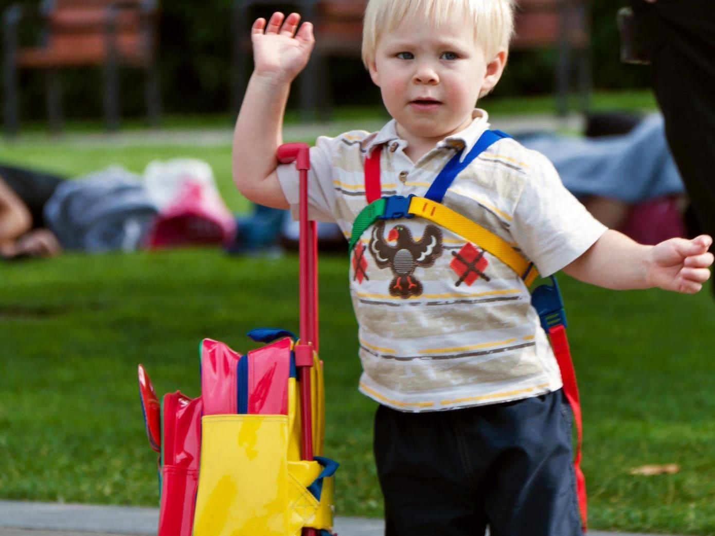Ein Kleinkind wurde am Sonntag in Waldhausen von einem Auto niedergefahren und verletzt.