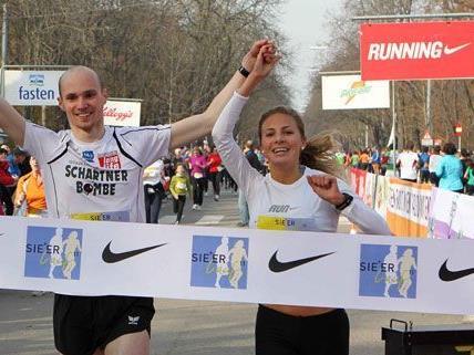 Das glückliche Sieger-Paar beim Sie + Er Lauf 2011