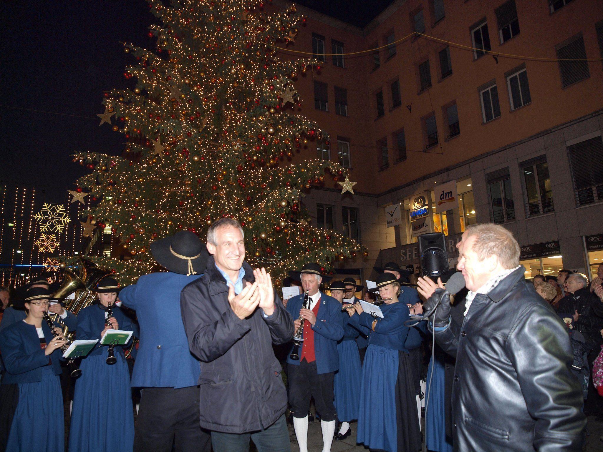 Bürgermeister Linhart eröffnete den Bregenzer Weihnachtszauber in der Innenstadt.