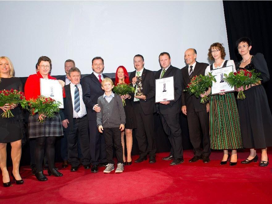 Die Lukullus-Preisträger mit Maria Simic von der Filiale Schwarzach Pfeller als strahlende Gewinnerin.