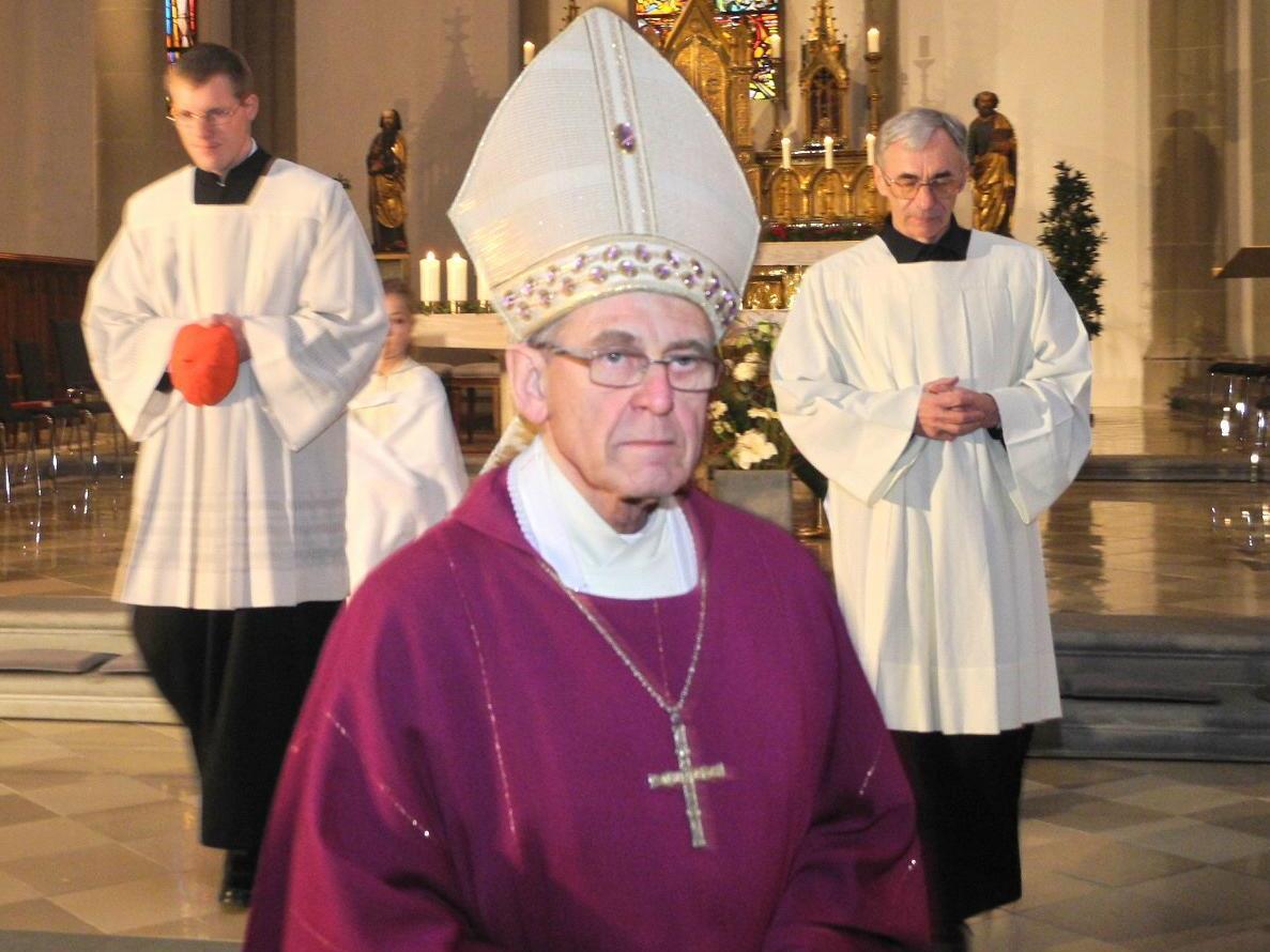 Der emeritierte Bischof Elmar nach der Festmesse im Dom