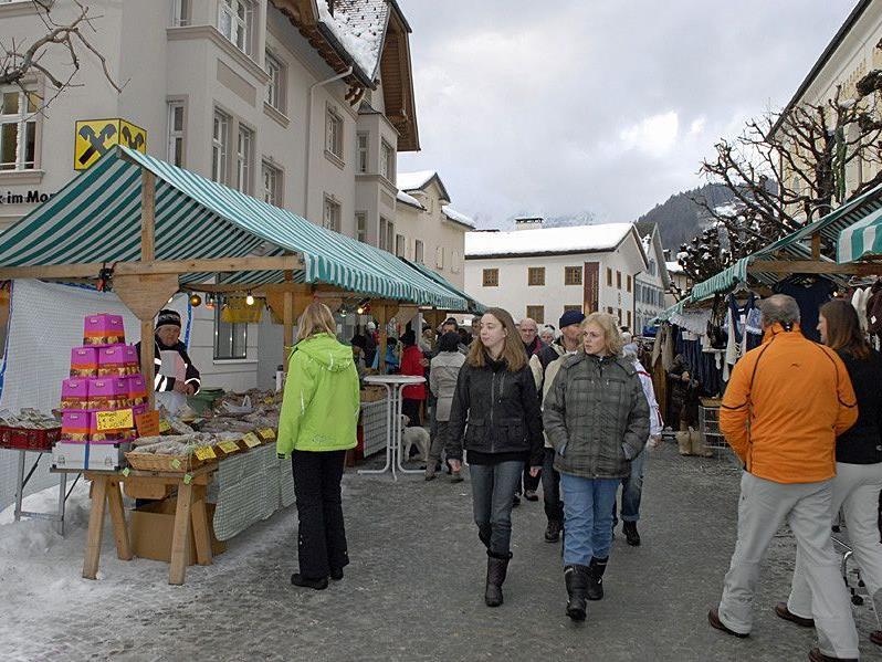 Der Schrunser Wintermarkt am 29. Dezember 2011 war sehr gut besucht.
