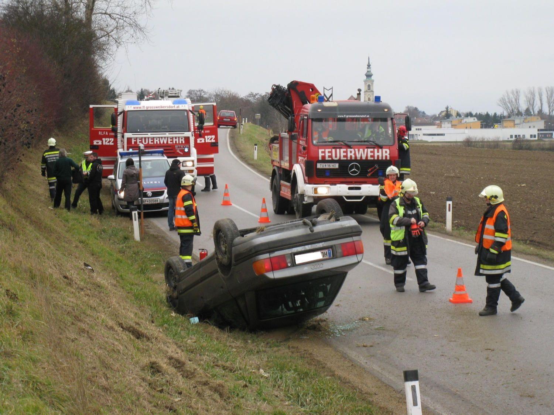 Glück im Unglück hatten die Passagiere dieses Autos in Großweikersdorf