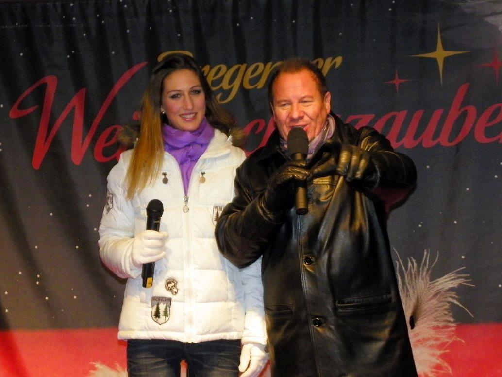 Moderator Roberto Kalin begrüßte das Bregenzer Publikum zum Weihnachtszauber mit Michaela
