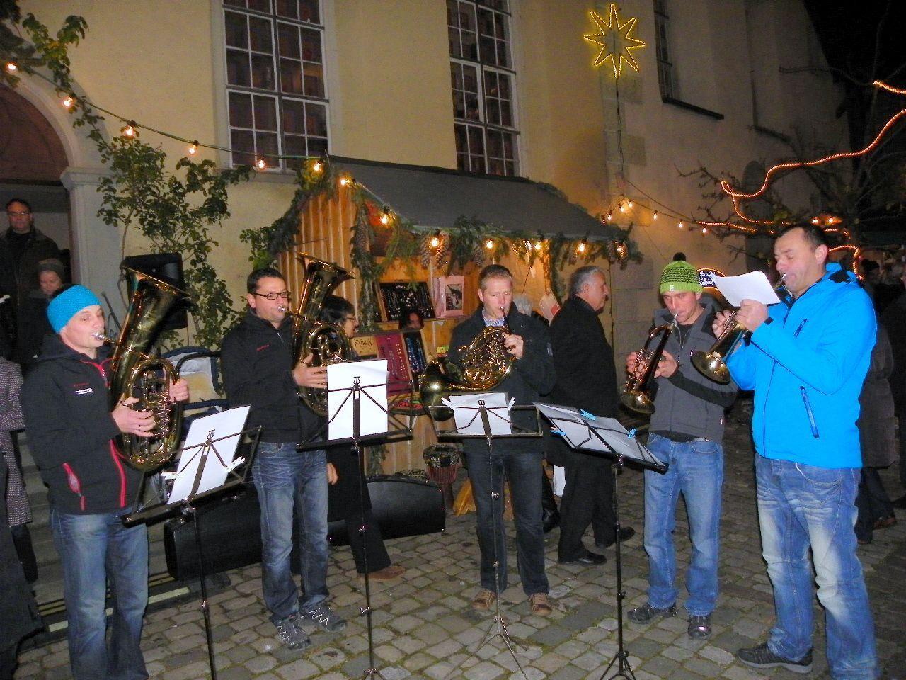 Vorweihnachtliche Stimmung mit den Pfändermusikanten