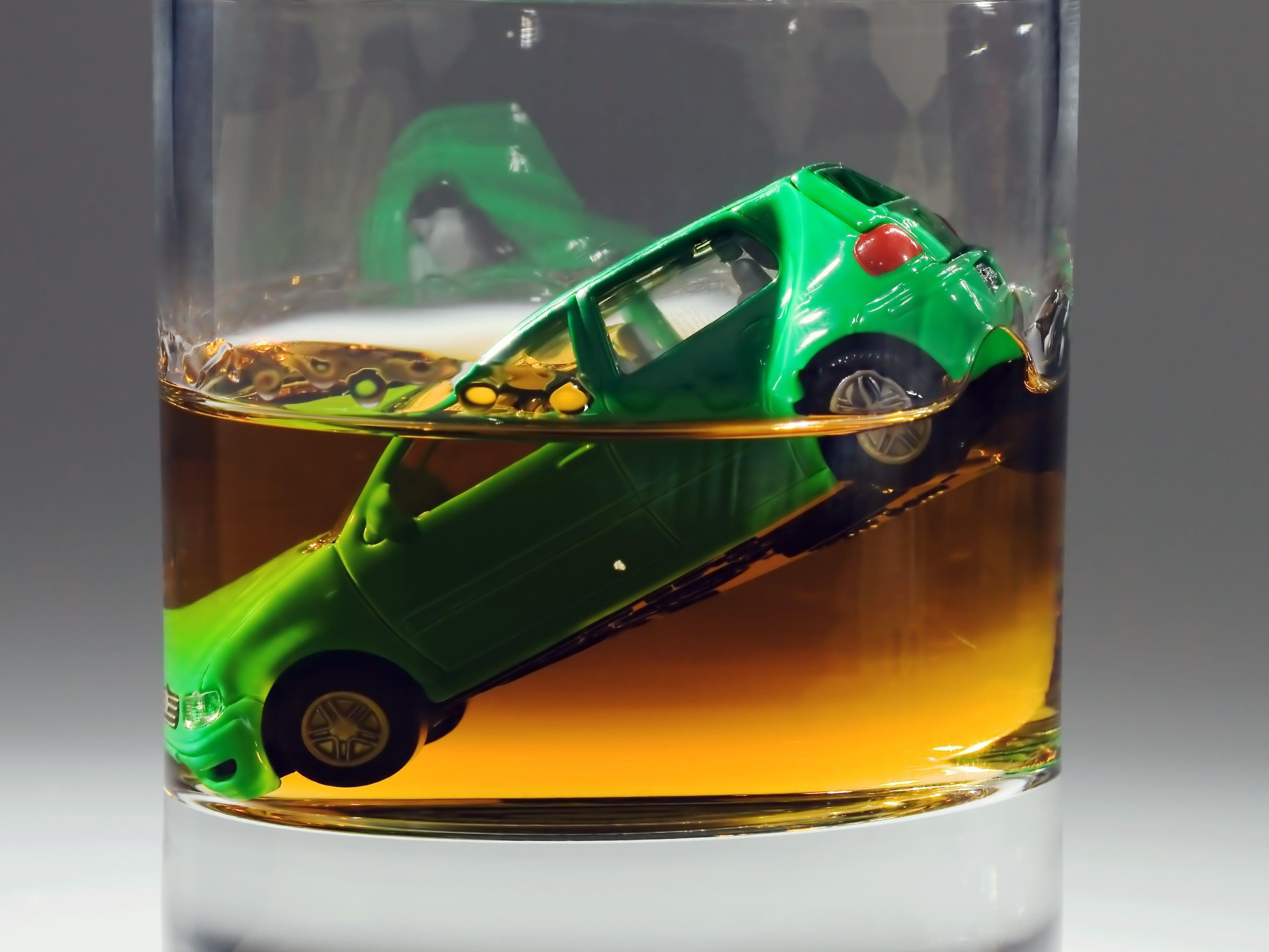 Der Alkoholtest beim Autofahrer verlief positiv.