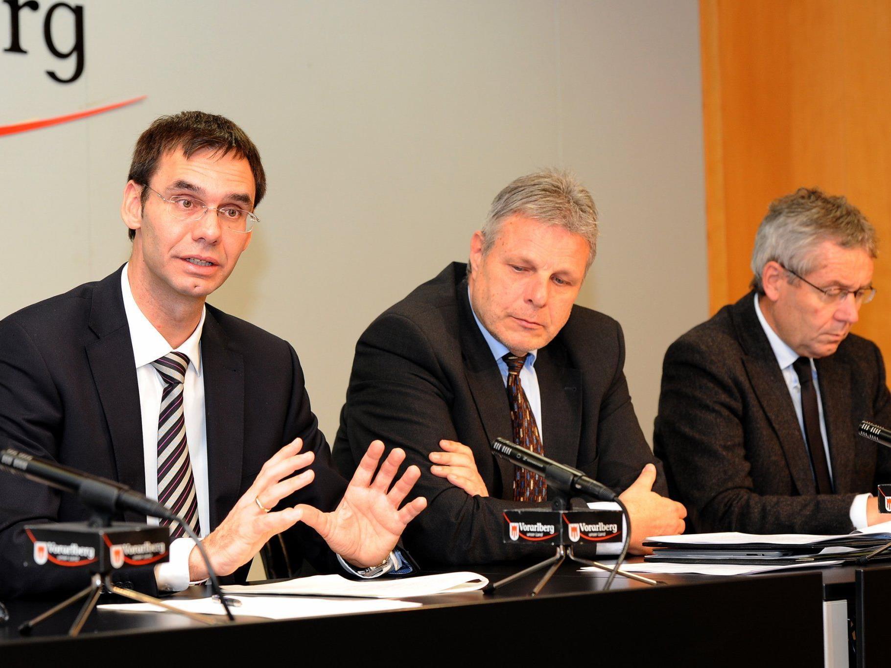 LH Wallner, AMS-Chef Strini und LSth. Rüdisser erläuterten die arbeitsmarktpolitischen Schwerpunkte für das Jahr 2012