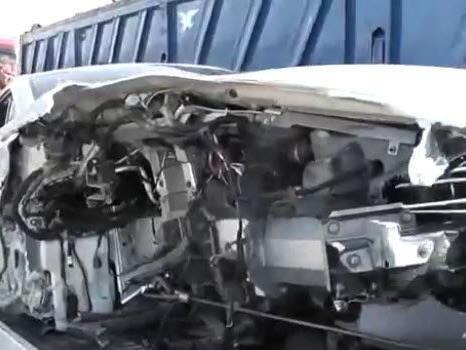 Die rechte Seite des Aston Martin Rapide wurde komplett zerstört.