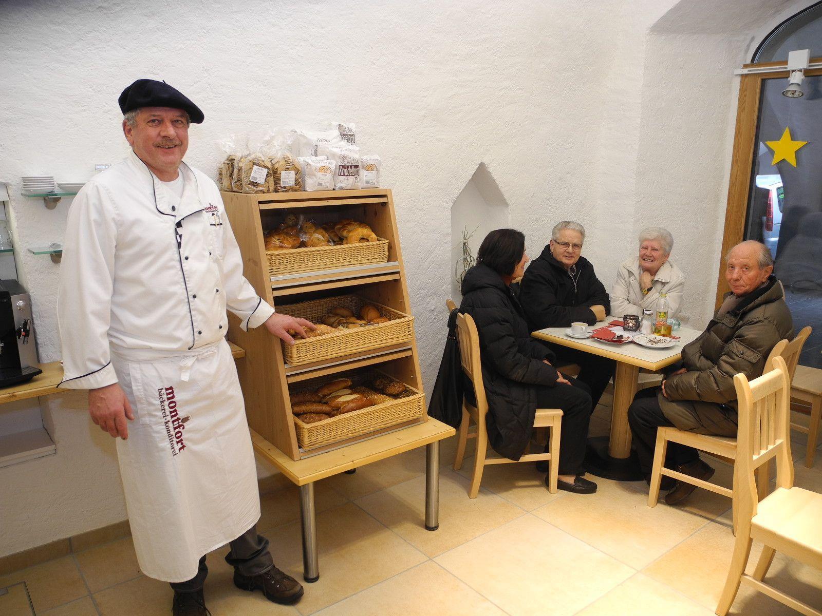 Bäckermeister Manfred Kuster in seiner neuen Monfort Bäckerei Filiale