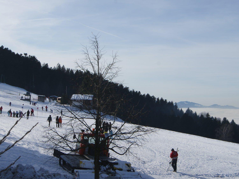 Skifahren über der Nebelgrenze in Buch