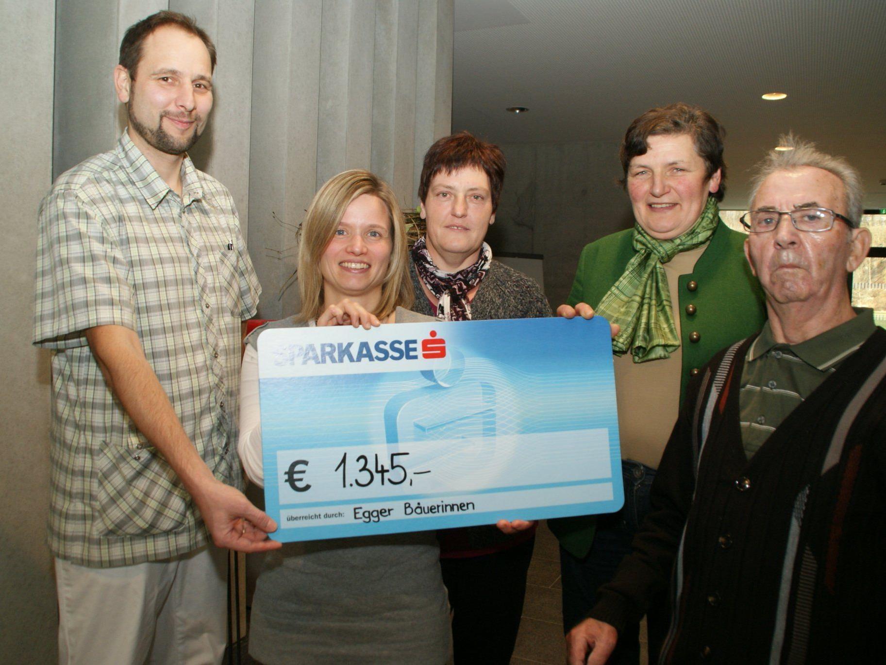 Von links: Johannes Kaserer, Natalie Feurstein, Marianne Flatz, Theresia Scheider und Bewohner Josef. Nicht im Bild: Michaela Schneider.