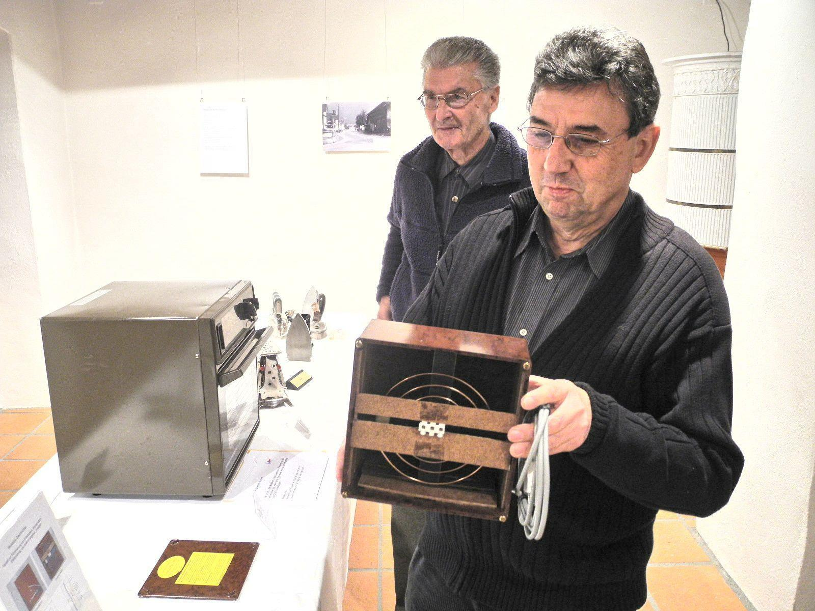 Leonard Hilty zeigte seine Schätze aus dem Museum der Liechtensteiner Kraftwerke