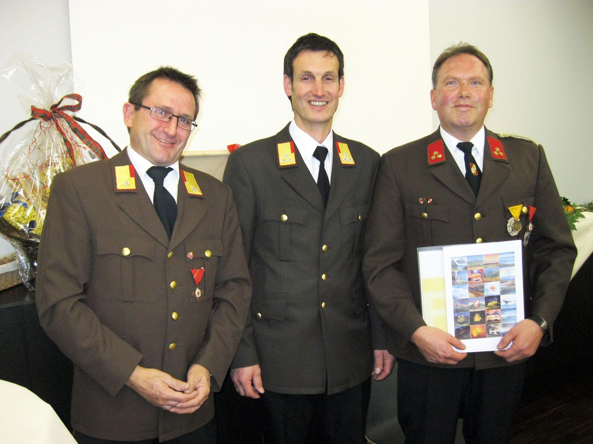 Feuerwehrkommandant Thomas Scheutz mit BFI Herbert Österle und AKdt Armin Schneider (v.r.)