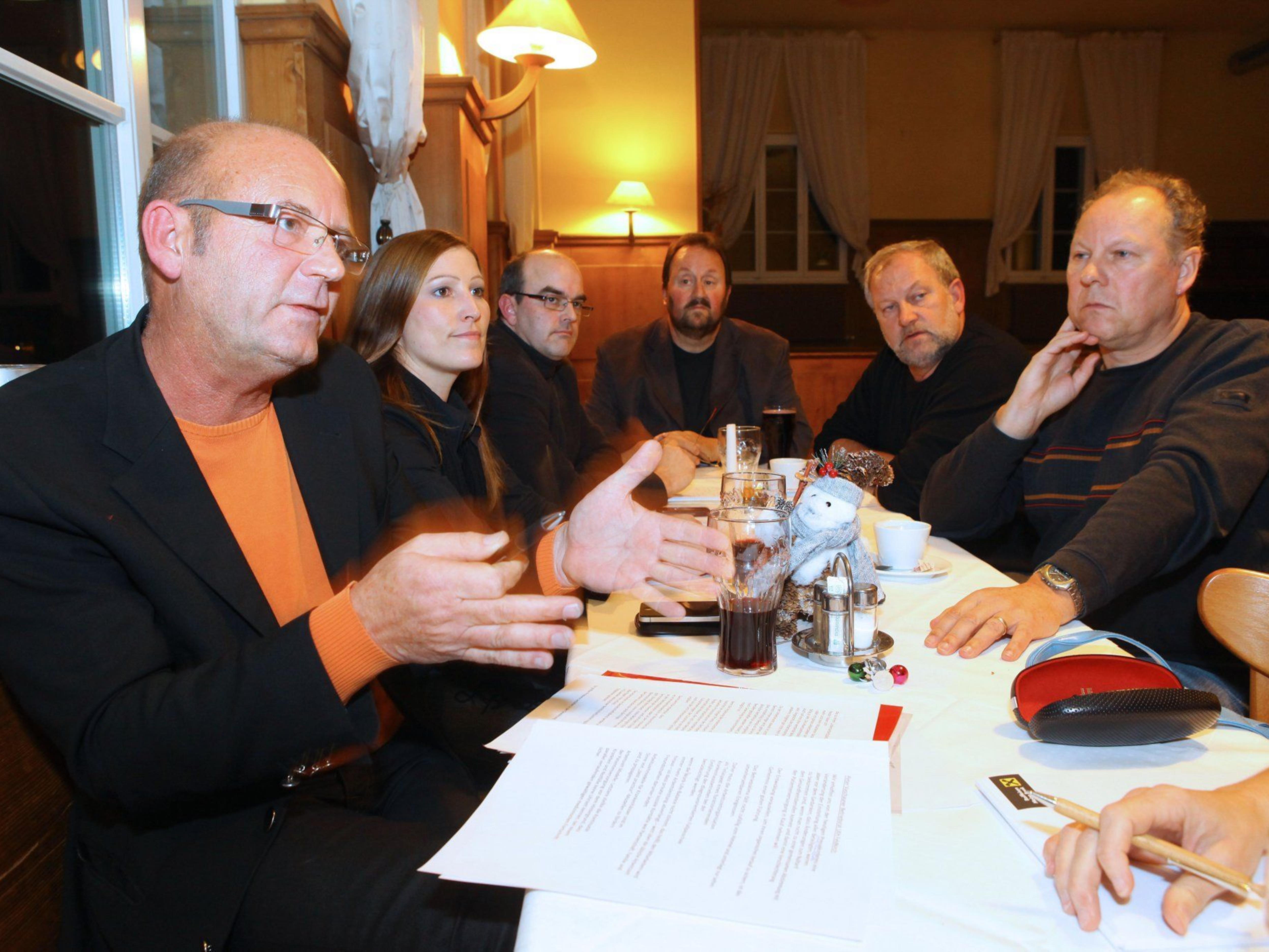 Peter Vaschauner, Astrid Breuß, Thomas Steurer, Eugen Waibel, Hermann Vögel und Gerhard Hipp (v. l.): Die LKH-Betriebsräte legten ihre dringendsten Anliegen auf den Tisch.