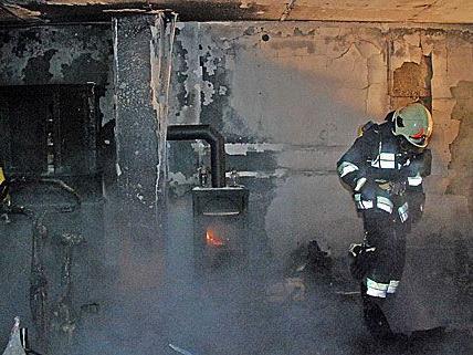 Die Löscharbeiten bei dem schweren Brand in Gumpoldskirchen gestalteten sich sehr aufwändig