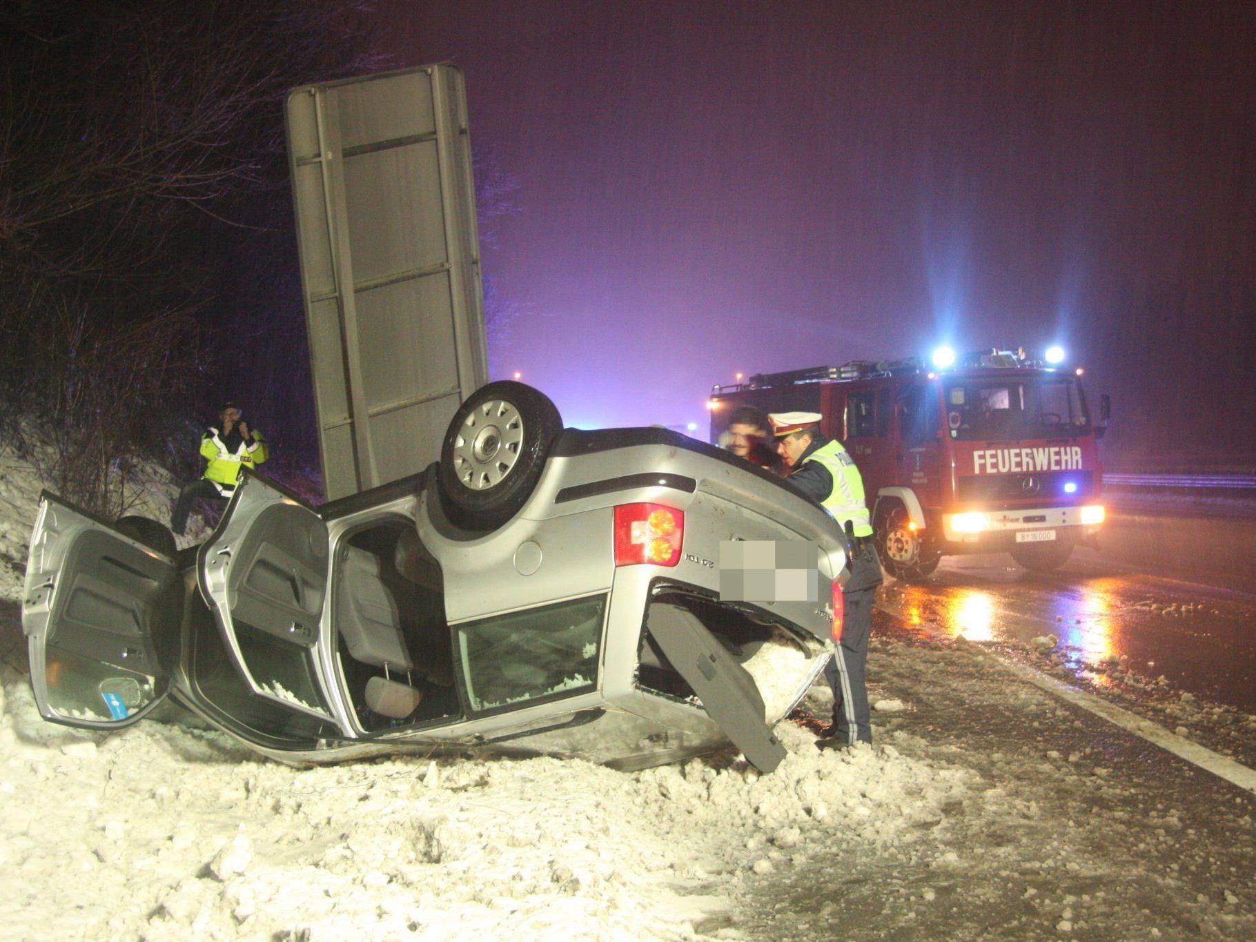 A14: Bei schneeglatter Fahrbahn ins Schleudern gekommen.