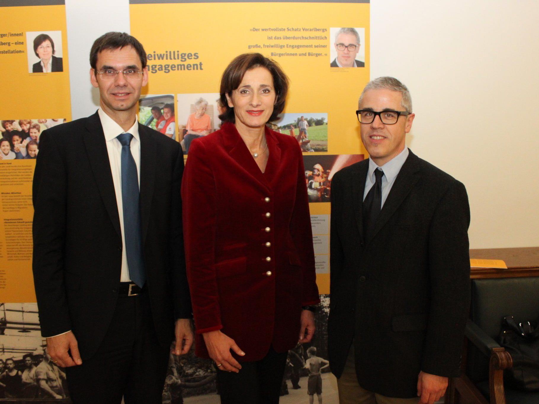Landeshauptmann Markus Wallner mit Landtagspräsidentin Bernadette Mennel und Manfred Hellrigl.