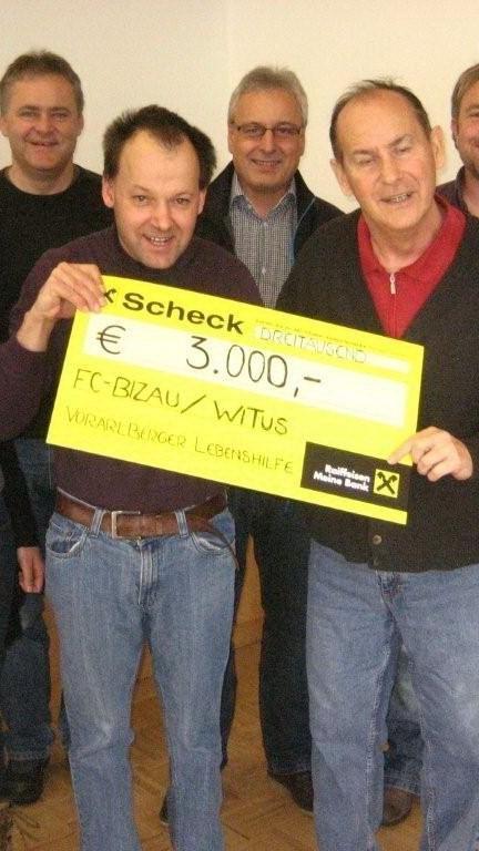 Meister FC Bizau spendet 3000 Euro der Lebenshilfe Bregenzerwald.