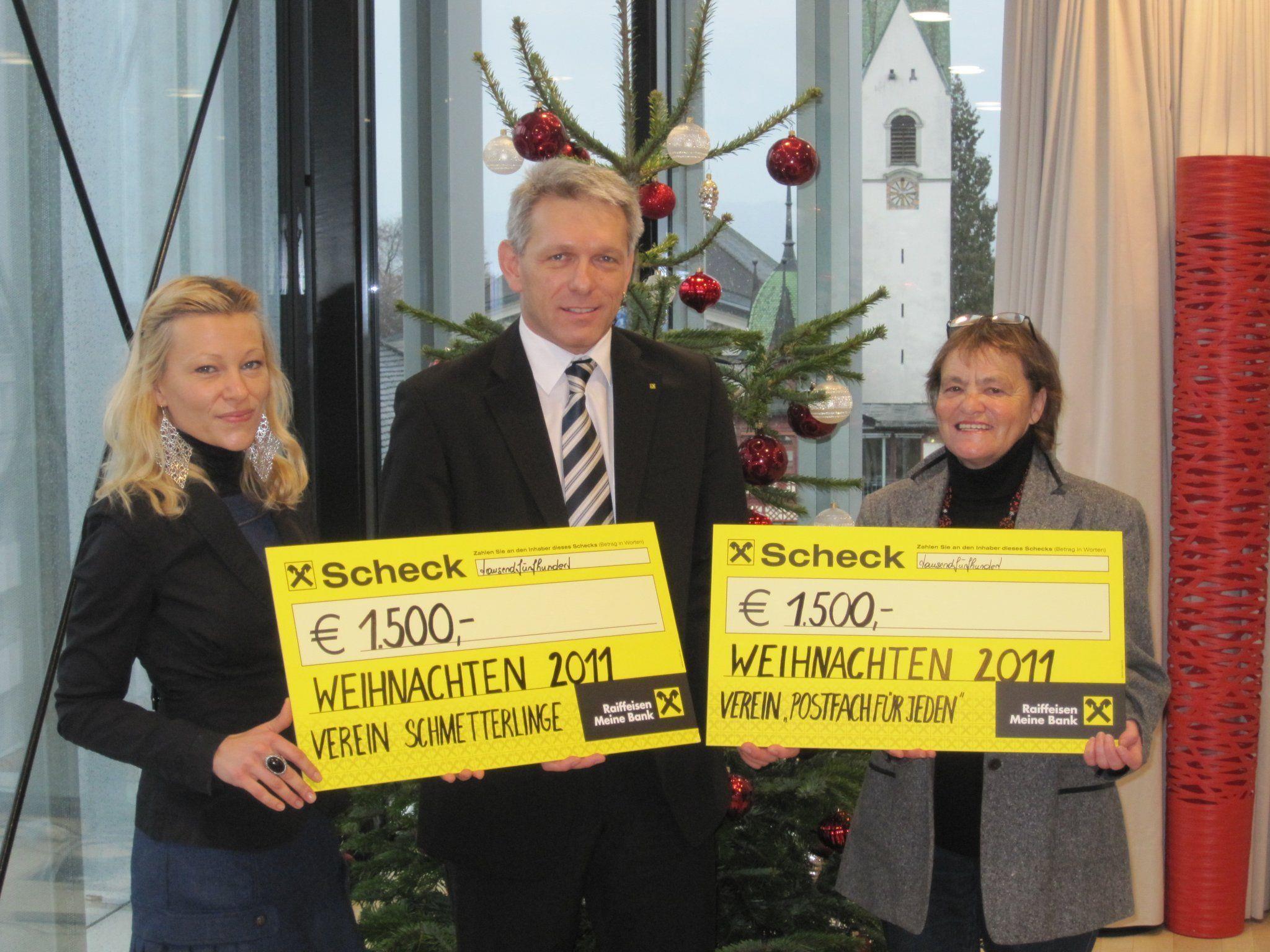 Karin Kaufmann vom Verein Schmetterlinge, Udo Reiner (Leiter Marketing Raiba Dornbirn), Maria Turnher vom Verein Schmetterlinge (v.l.).