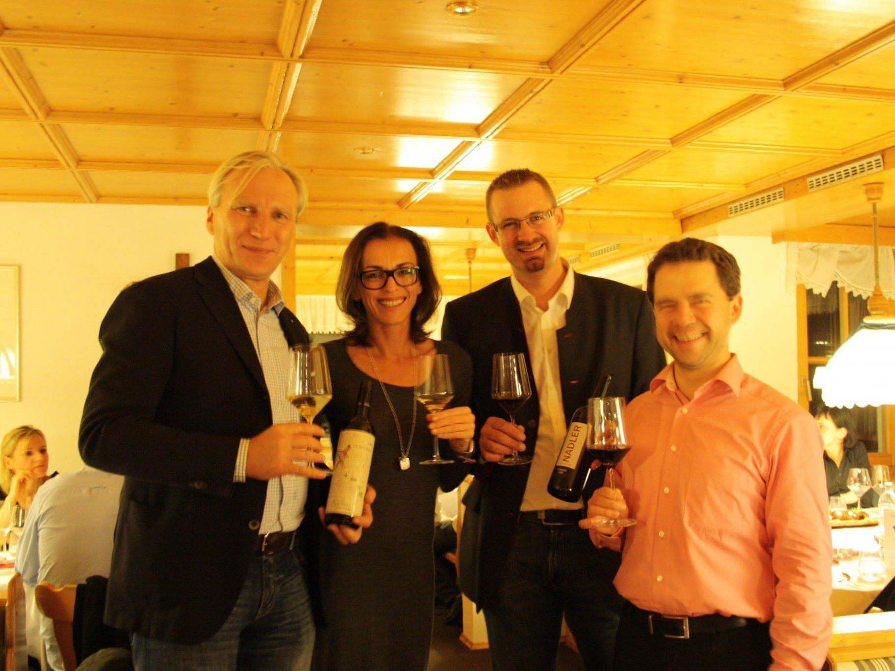 Wein-Kenner: Georg Klein mit Gattin (Dürnberg), Robert Nadler (Weingut Nadler), Christian Eibl (AGM)