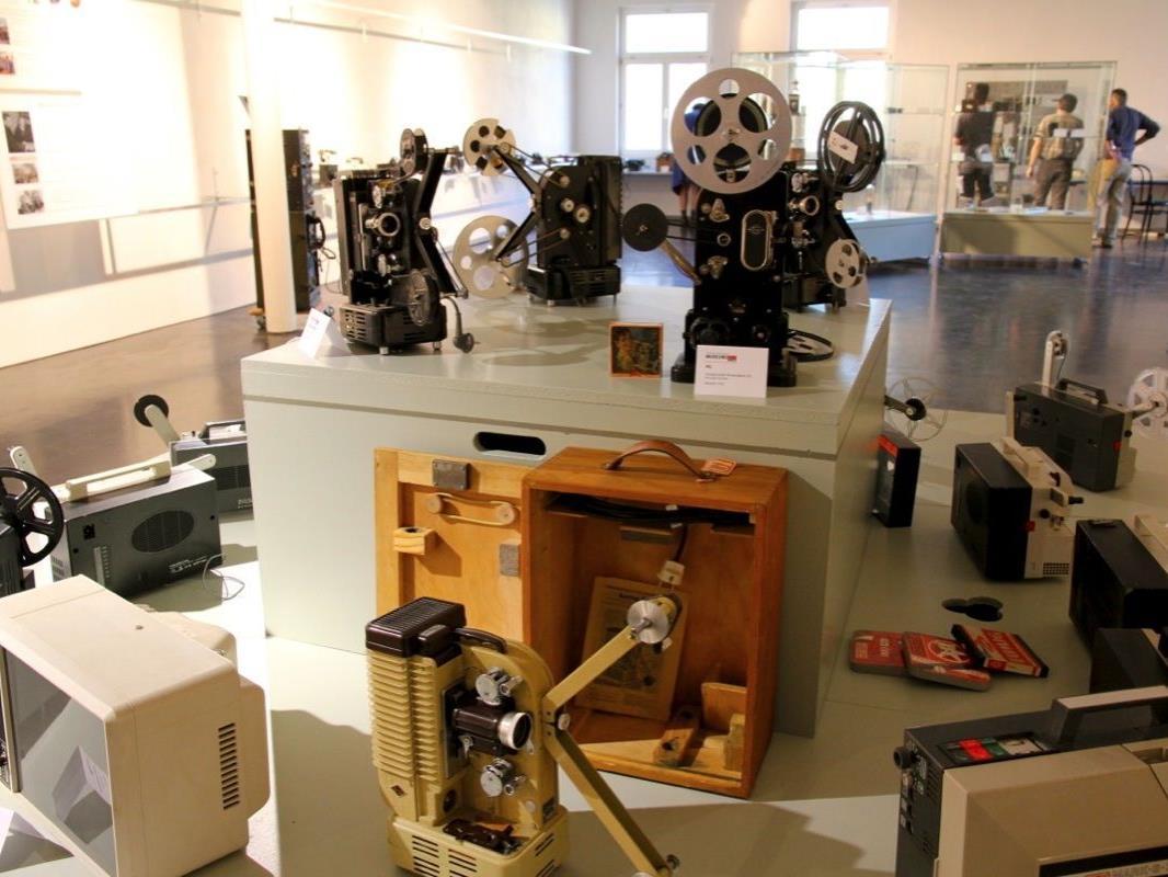 Zahlreiche Geräte aus der Eumig Industriegeschichte sind in der Sonderausstellung zu sehen