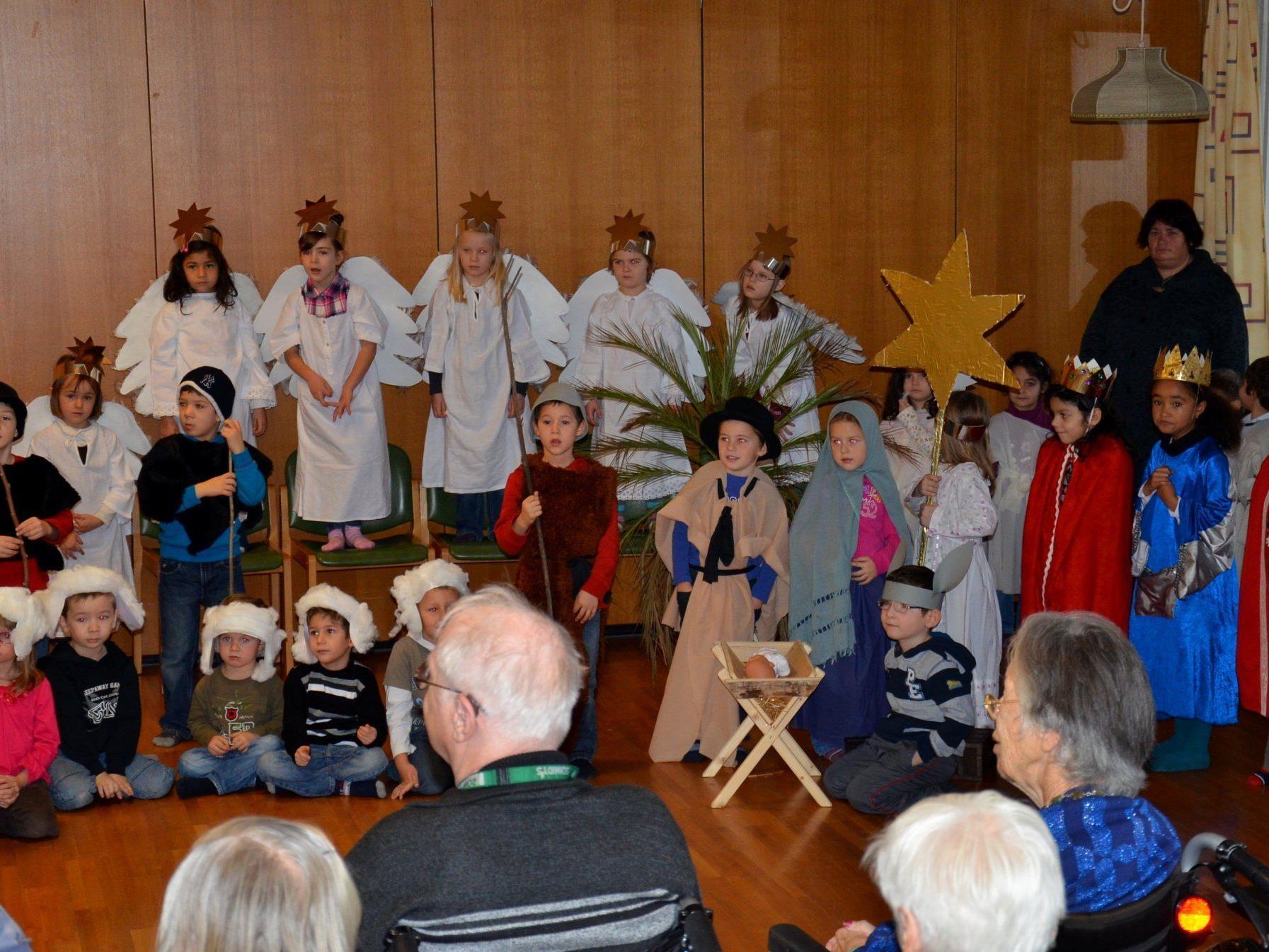 Für die kleinen Schauspieler auf der Bühne gab es viel Applaus.