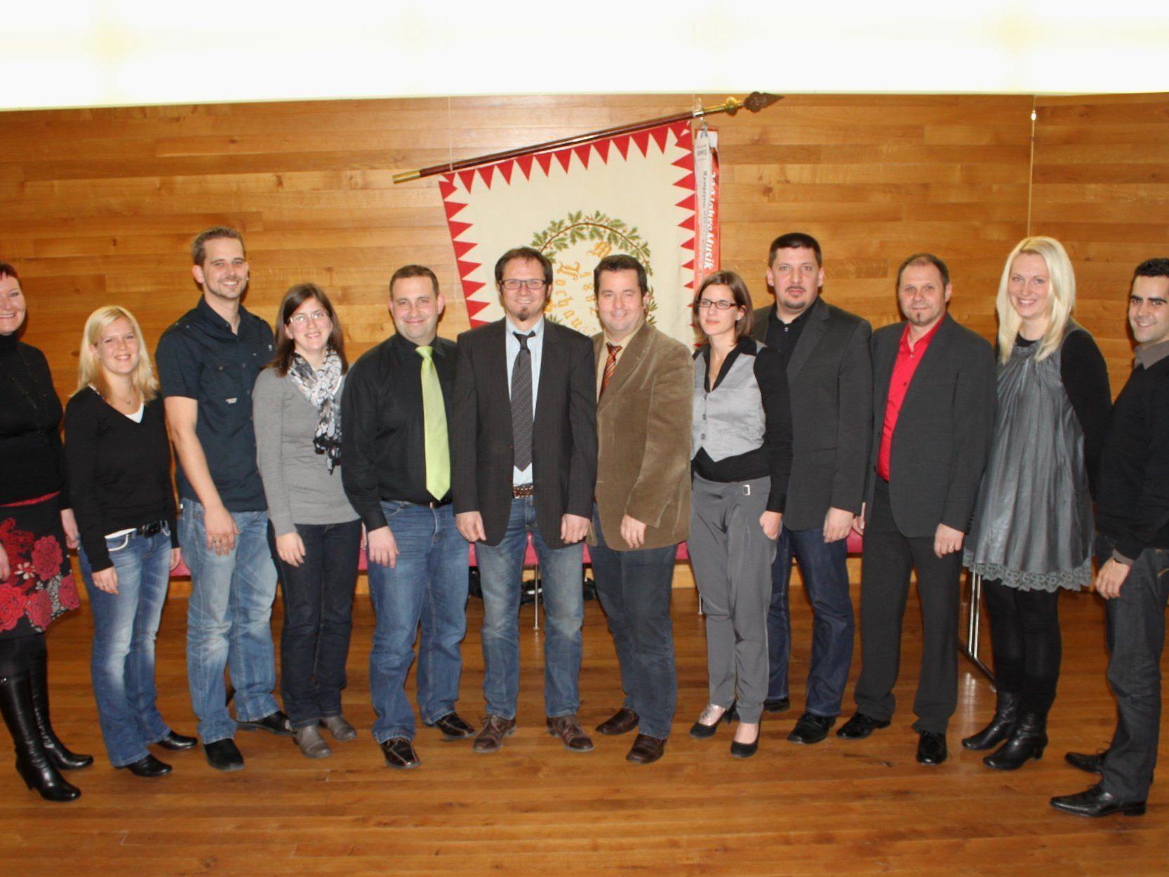 Der neu gewählte Musikvereinsausschuss des MV Lochau mit Vorstand Helmut Immler.