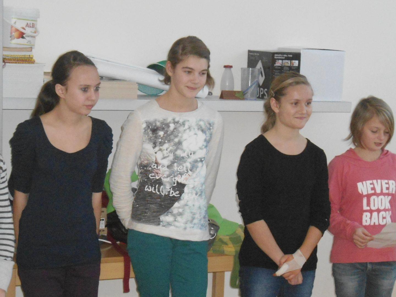 Die Mädchen informierten über spanische Weihnachtsbräuche