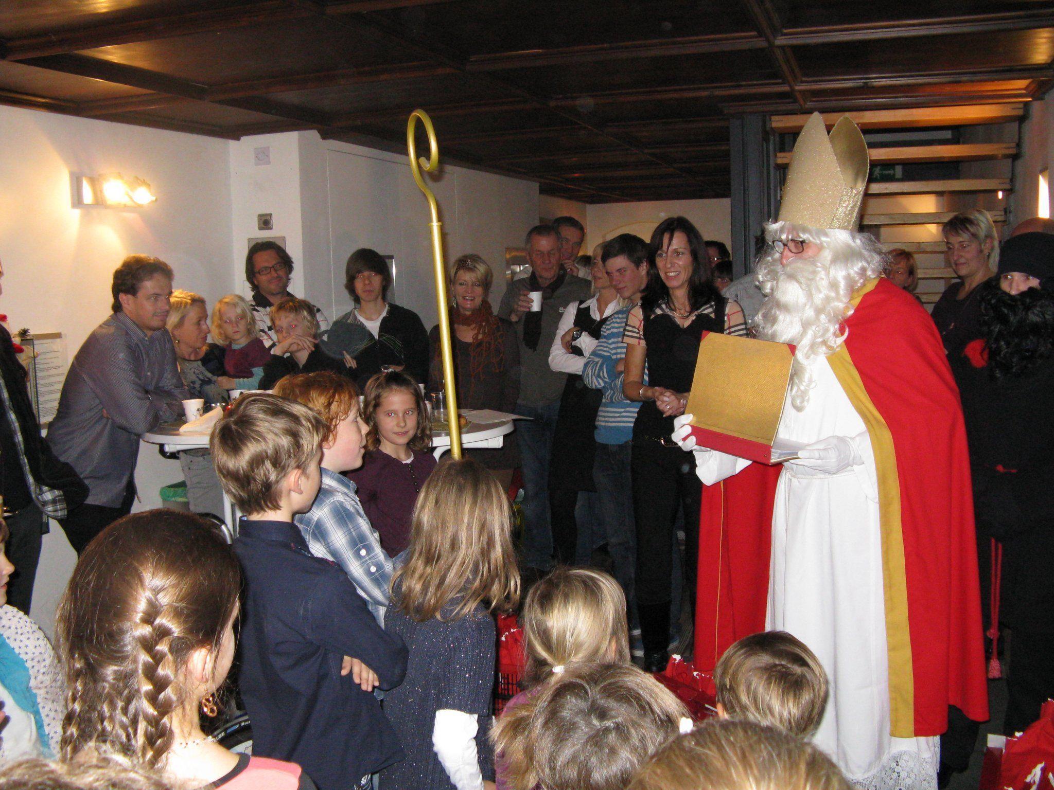 Besuch des Nikolaus   -  Mehr Fotos unter: www.sv-goetzis.at