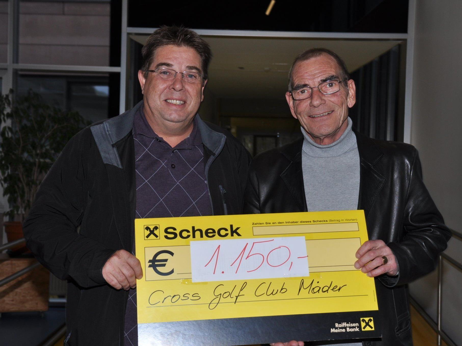 Mit 1.150 Euro unterstützte der Cross Golf Club Mäder das Schulheim.