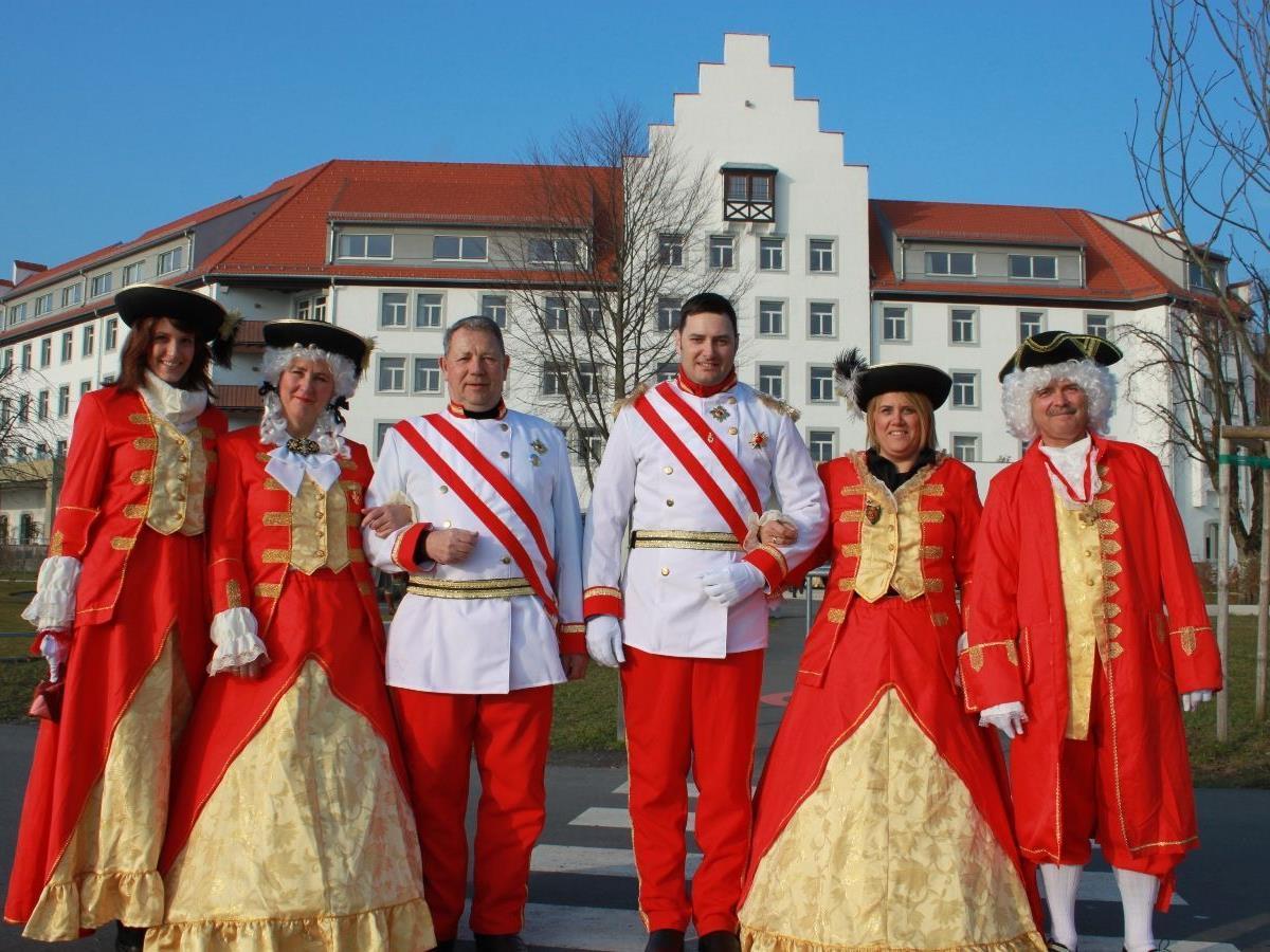 """Kaiserliches Flair beim """"Kaiserball"""" zum Jahreswechsel 2011/12 im Seehotel Am Kaiserstrand."""