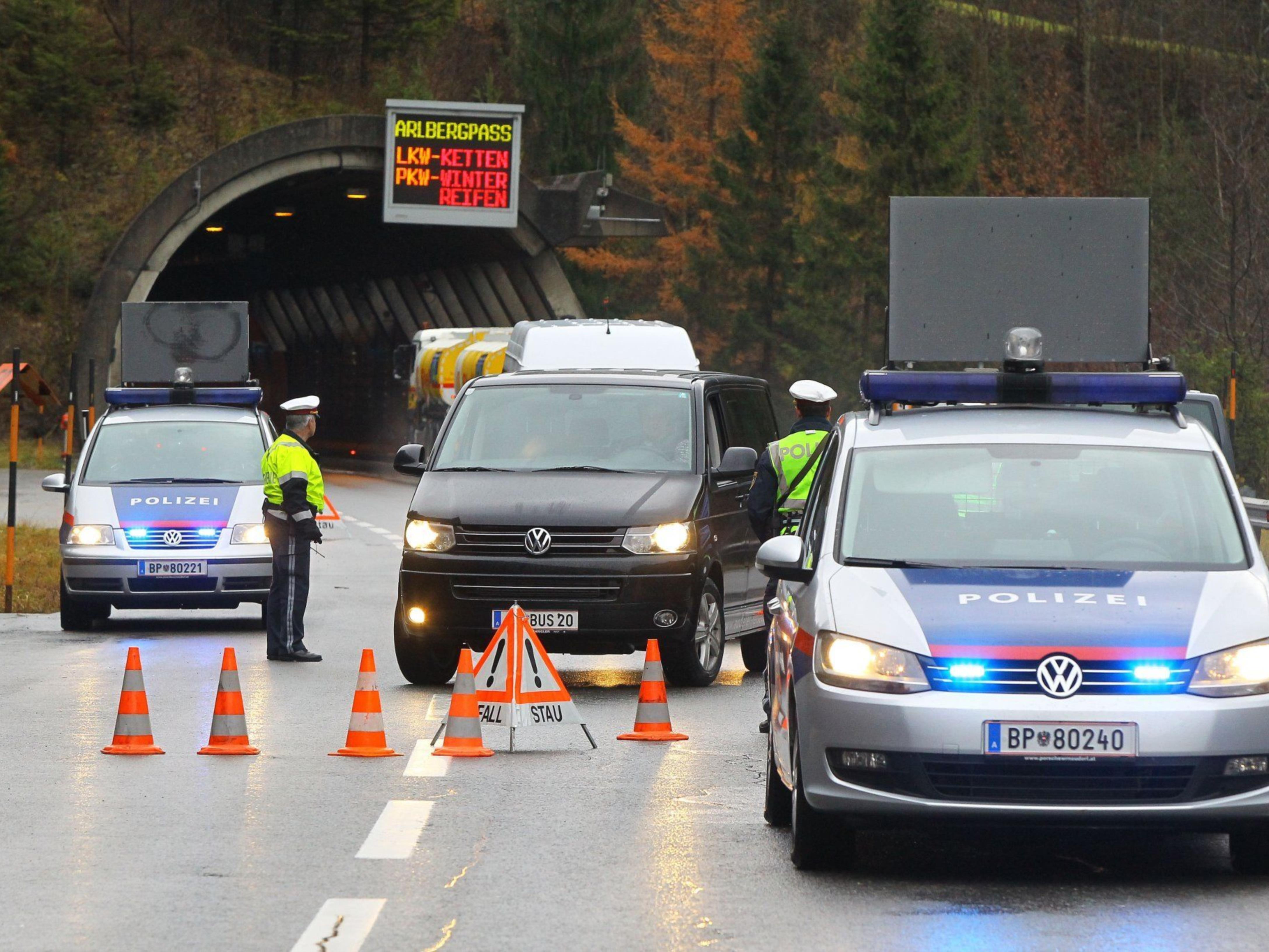 Alarmkontrollpunkt Vorarlberg auf der S16 vor dem Dalaaser Tunnel