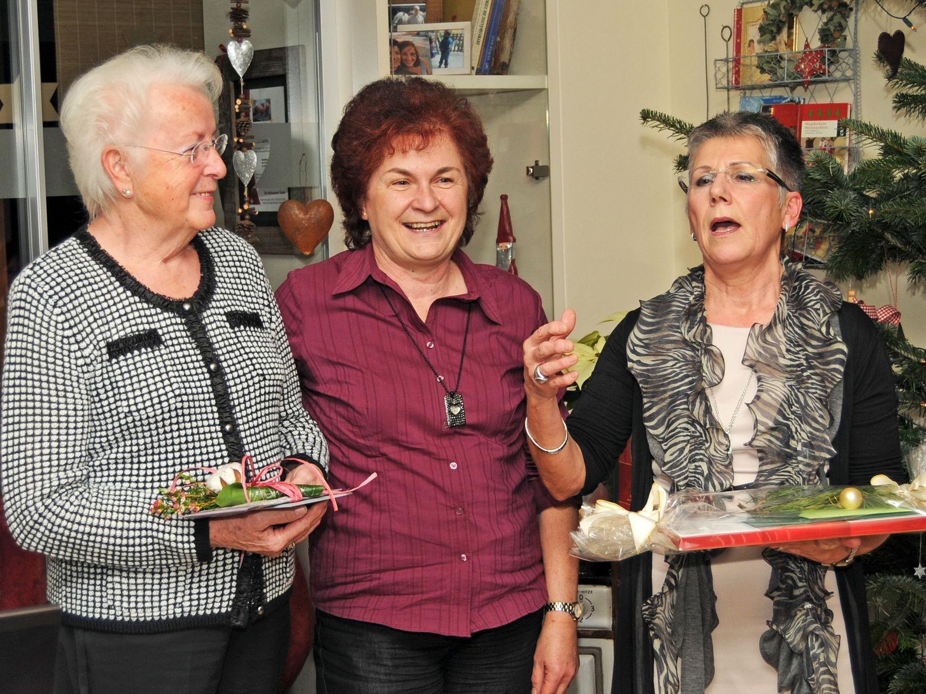 Obfrau Herlinde Moosmann (rechts) mit den Gerda Gehrer und Marlene Brunner.