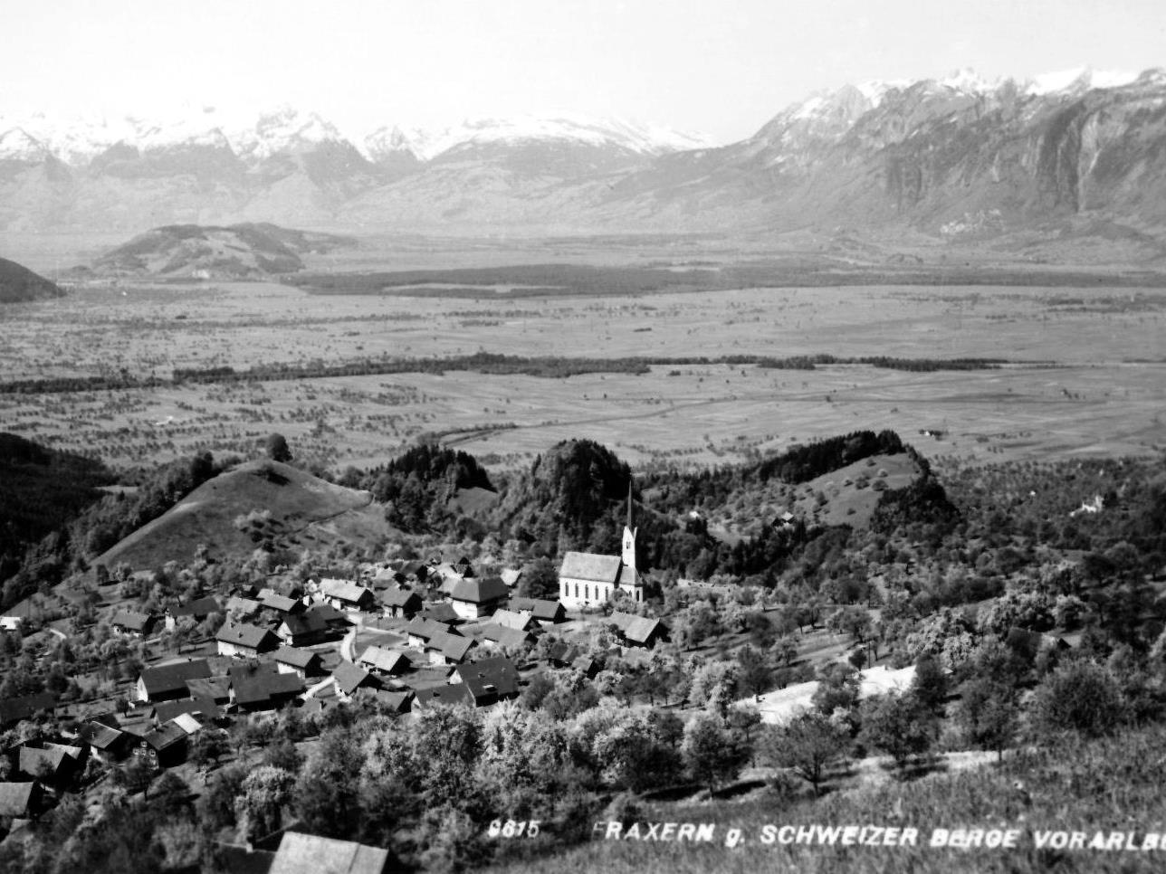 Fraxern gegen die Schweizer Berge in den 1960er Jahren