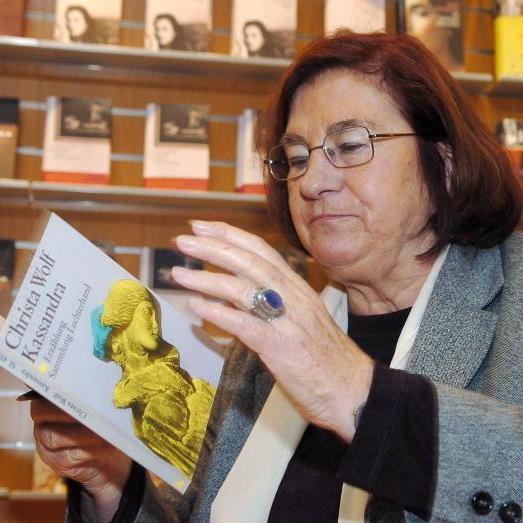 Ihre Bücher gehören zum Kanon der deutschen Literatur: Christa Wolf verstarb am Donnerstag im Alter von 82 Jahren