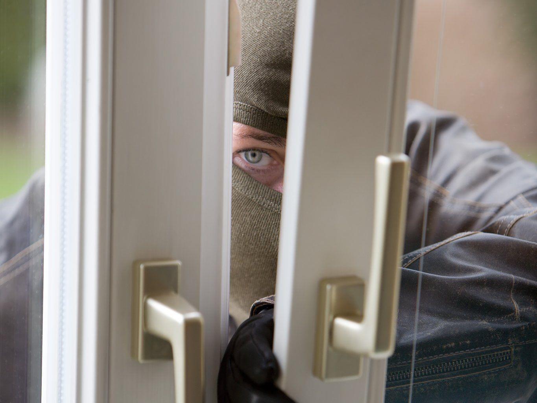Mal hier, mal dort und immer kriminell: Einbrecher gefasst.
