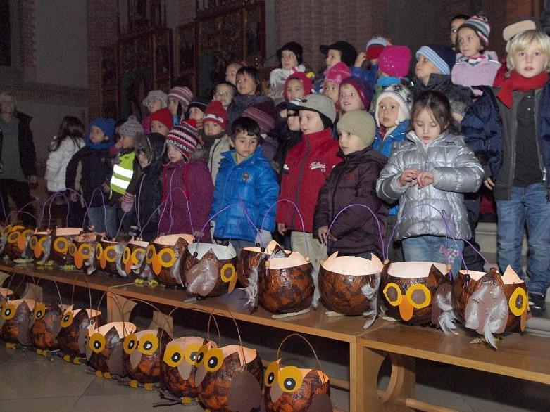 Die Kindergärtler aus der Belruptstraße mit ihren Laternen.
