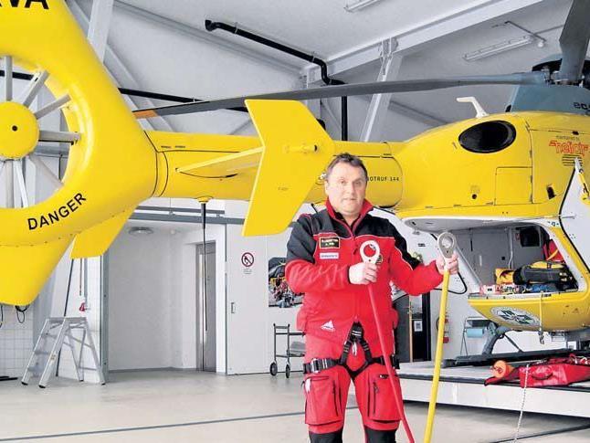 Artur Köb ist seit 18 Jahren Flugretter – das Bergetau hat er voll im Griff.