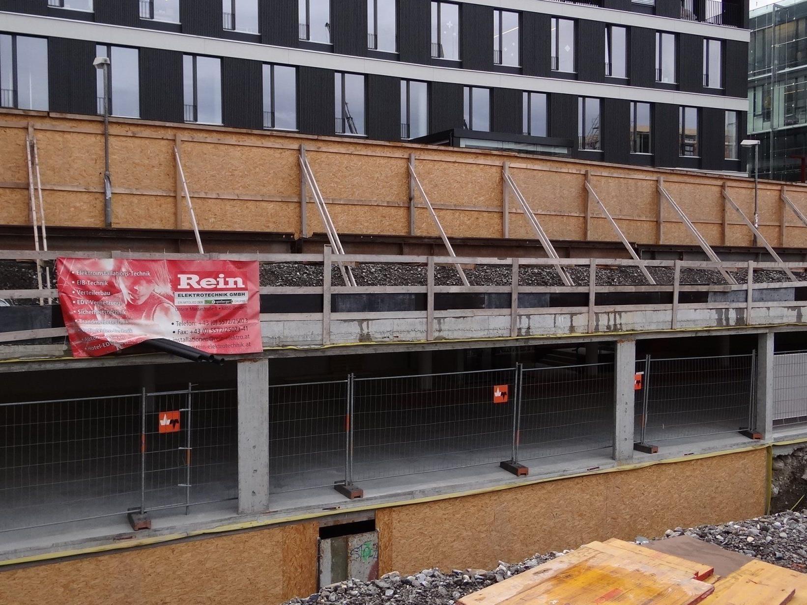 In der teilweise noch in Bau befindlichen Tiefgarage Am Garnmarkt werden 800 Autos Platz finden. 200 Parkplätze mietet die Gemeinde.