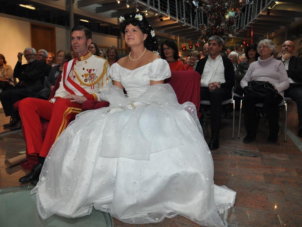 Hard wird die nächsten Monate zur Monarchie - wenn's um Auftritte des jungen Kaiserpaares geht.