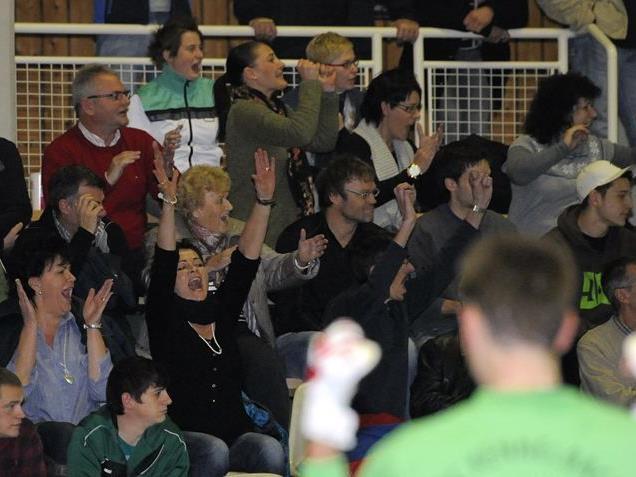 Das Wolfurter Hallenmasters begeistert auch die zahlreichen Fans, die in die Hofsteighalle pilgern.