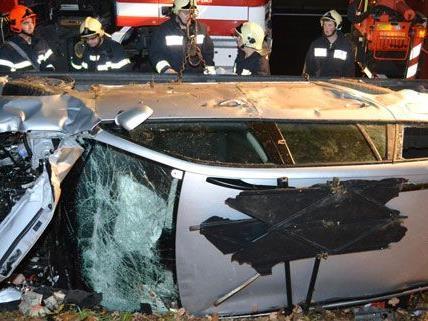 Kaum zu glauben: Der Vater und die beiden Kinder überstanden den Unfall unverletzt.